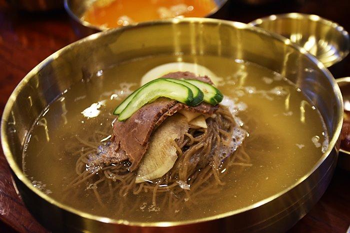 순메밀가루와 고구마가루을 넣어서 만든 전통평양냉면 대원옥